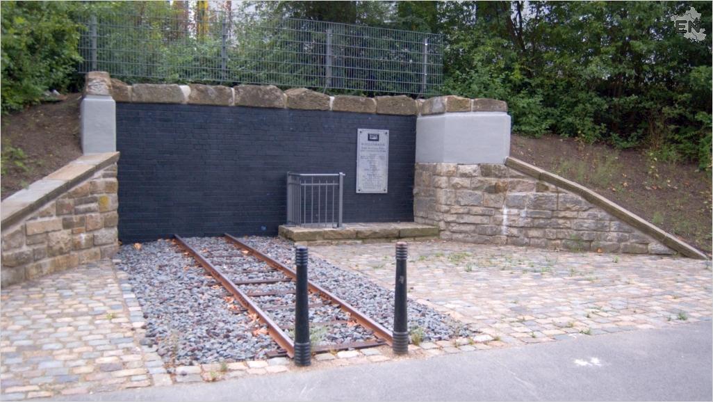 15-Kohlenbahn-Denkmal-2006